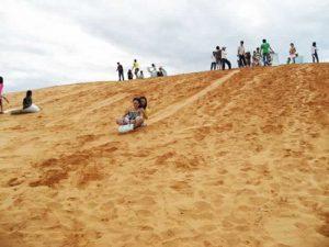 vui chơi ở đồi cát quang phú