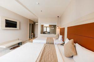 phòng deluxe triple khách sạn holiday 2