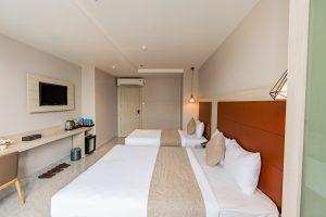 khách sạn holiday 2
