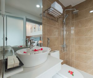 wc deluxe double cao cấp khách sạn marilla