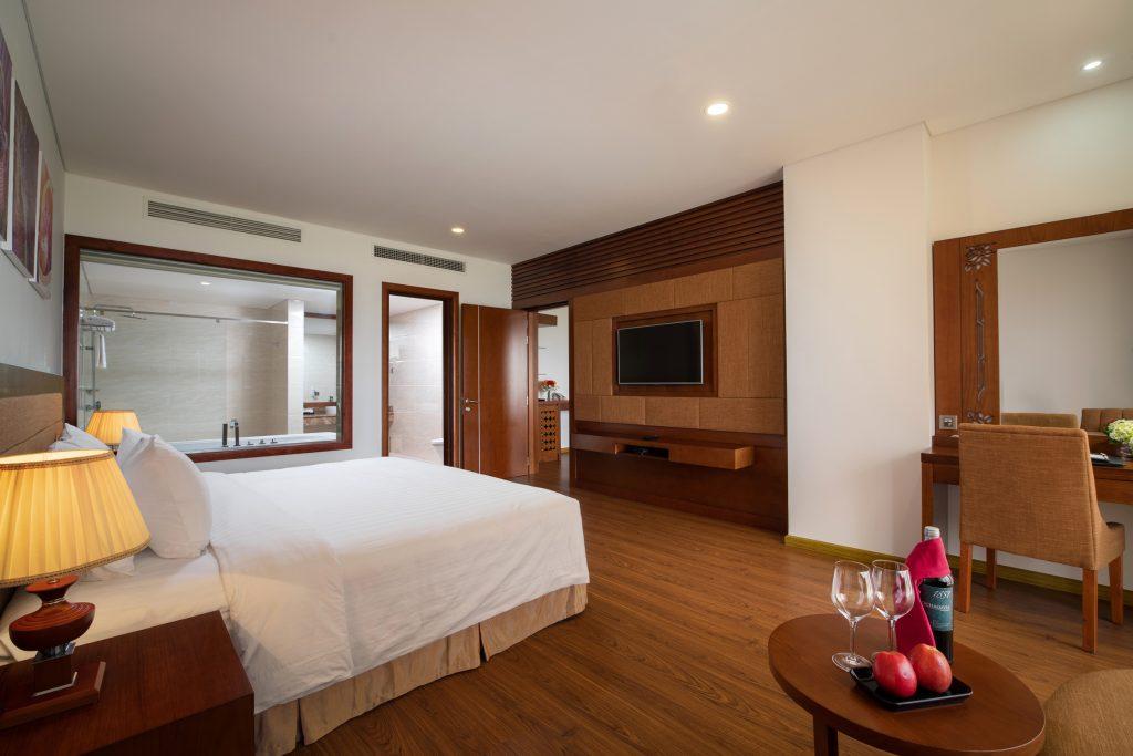 deluxe suite ocean view gold coast hotel